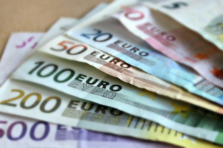 Πώς θα δοθεί το επίδομα 800 ευρώ στους εργαζόμενους εταιρειών που έκλεισαν λόγω της επιδημίας