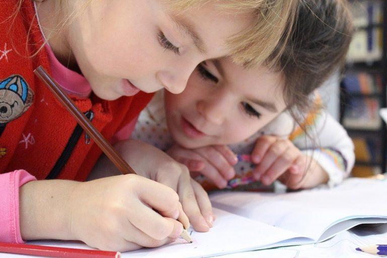 Ξεκίνησε η εξ αποστάσεως εκπαίδευση – Πώς θα εφαρμοστεί και ποιους αφορά