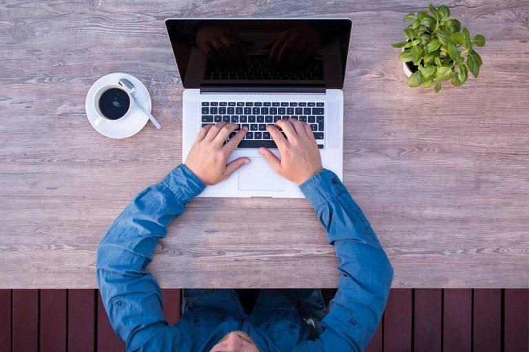 Δέκα τρόποι για να διατηρήσετε την παραγωγικότητά σας μέσα στο καλοκαίρι