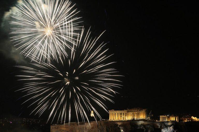 Πυροτεχνήματα σε επτά σημεία της Αθήνας απόψε από τον Δήμο Αθηναίων