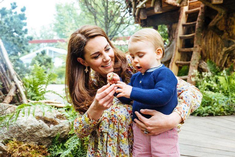 Ο πρίγκιπας Λούις έχει γενέθλια και η Κέιτ Μίντλετον τον φωτογραφίζει