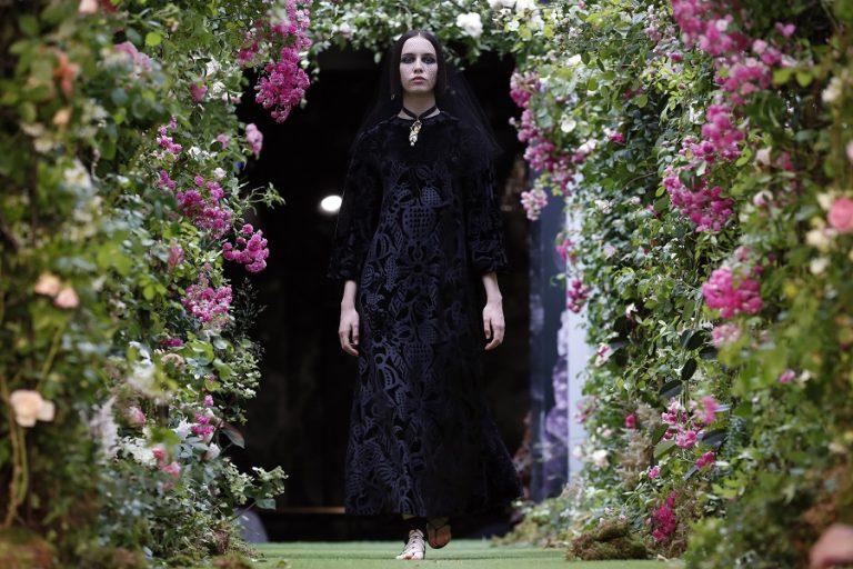 Η ανοιξιάτικη καμπάνια του Dior «υμνεί» τη μαγεία της φύσης