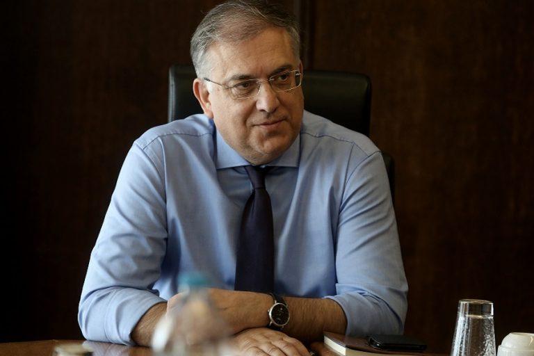 Θεοδωρικάκος: Ως το τέλος της χρονιάς θα ισχύσουν οι ρυθμίσεις στα τραπεζοκαθίσματα