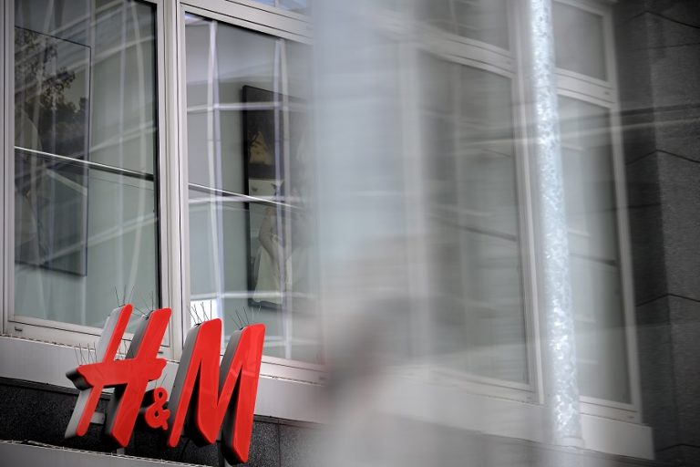 H&M: Βουτιά 46% στις πωλήσεις Μαρτίου – Αναμένεται περικοπή στις θέσεις εργασίας