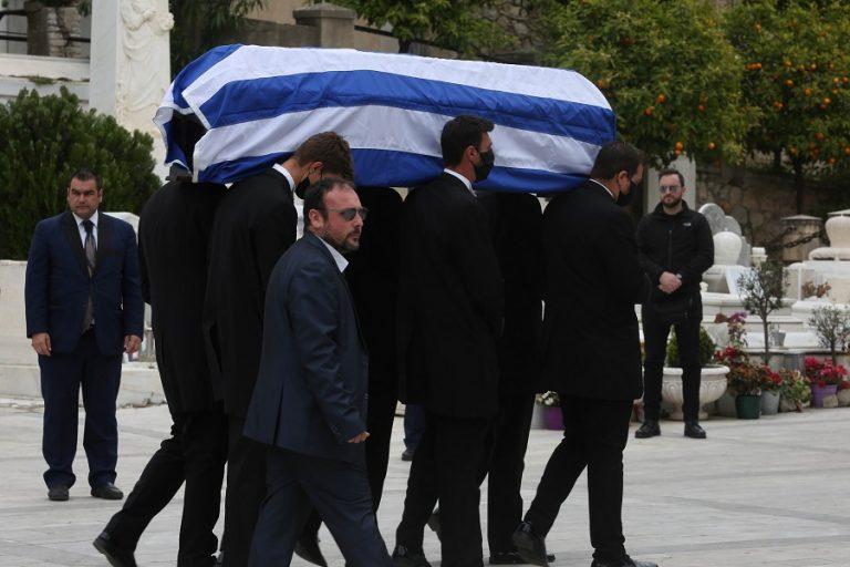 Κηδεύεται ο Μανώλης Γλέζος – Μεσίστια η σημαία στην Ακρόπολη και τη Βουλή