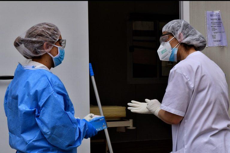 Στα 24 τα νέα επιβεβαιωμένα κρούσματα κορωνοϊού σε όλη τη χώρα – Ένας ακόμη άνθρωπος έχασε τη ζωή του