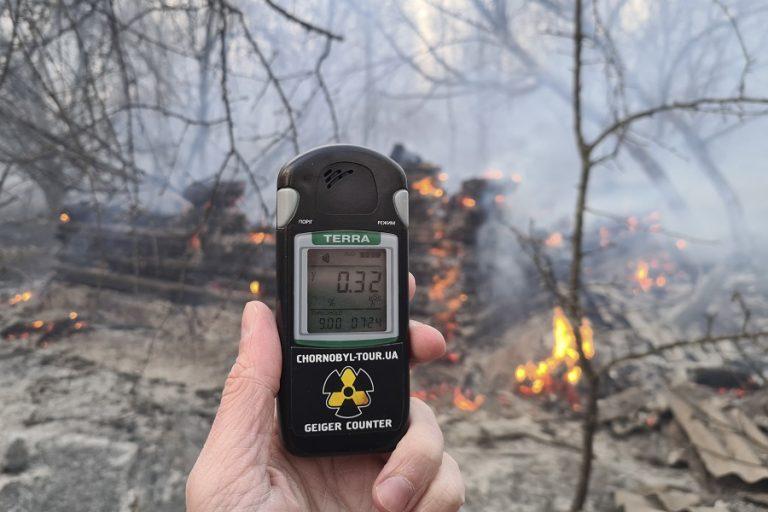 Πλησιάζει τον ανενεργό αντιδραστήρα η τεράστια δασική πυρκαγιά στο Τσερνόμπιλ (Βίντεο)