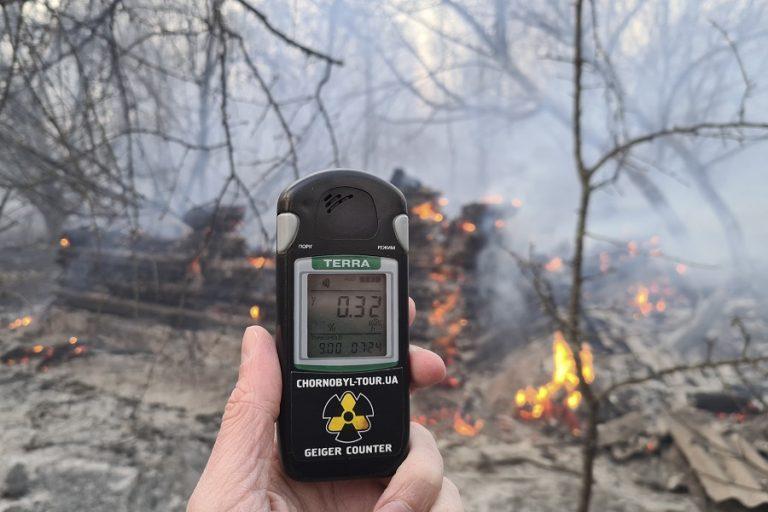 Εκτός ελέγχου η φωτιά στο Τσερνόμπιλ για 8η μέρα – Φόβοι για αύξηση ραδιενέργειας
