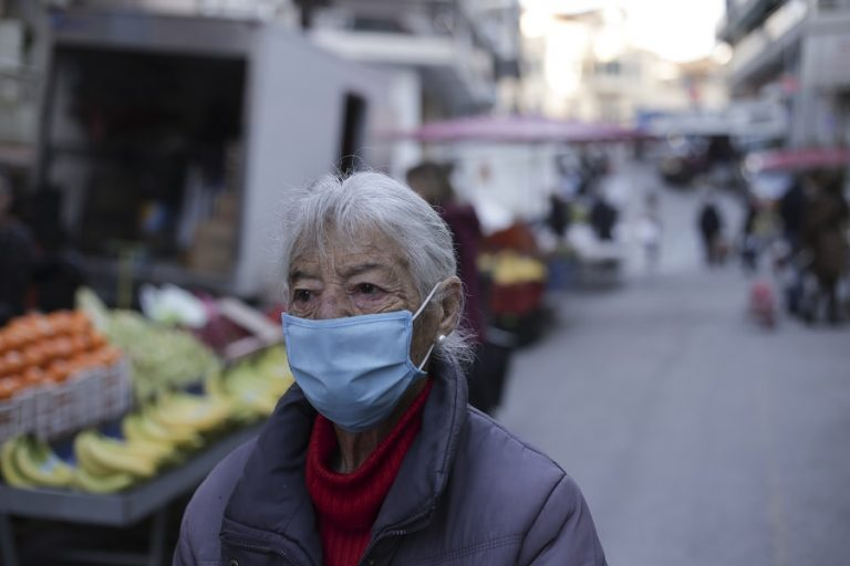 DW: Ενώ η Ευρώπη παραμένει στην αρπάγη της πανδημίας, η Ελλάδα σιγά-σιγά κερδίζει τη μάχη της
