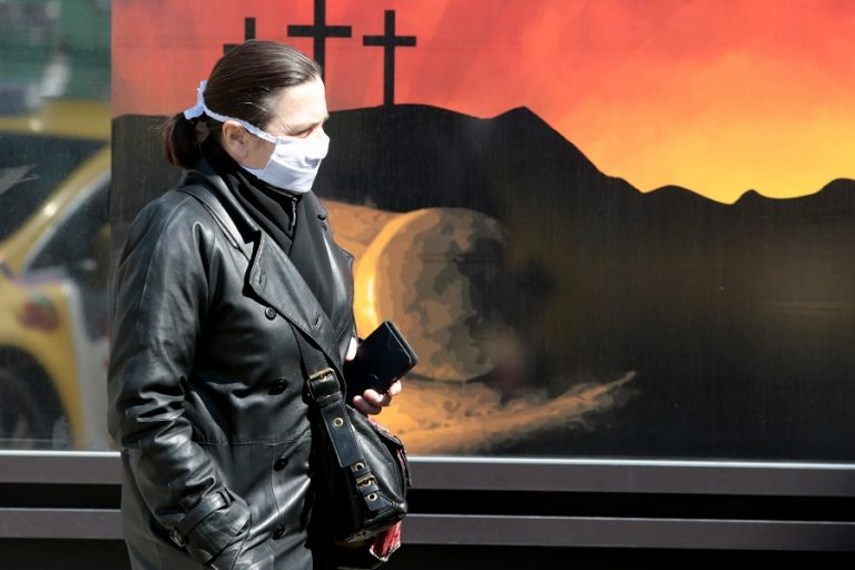Παγώνη: Πάσχα μόνο με την οικογένειά μας- Ανάσταση με διπλές μάσκες και 10 μέτρα απόσταση