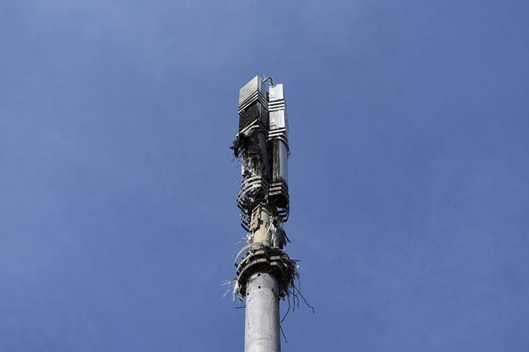 Βρετανοί κατηγορούν το… 5G για την εξάπλωση του κορωνοϊού και καταστρέφουν κεραίες