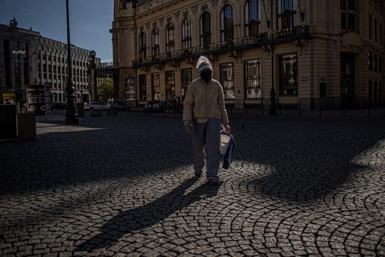 Οι Ευρώπη βγαίνει από την καραντίνα: Ποιες χώρες ξεκινούν προσεκτικά να χαλαρώνουν τα μέτρα περιορισμού
