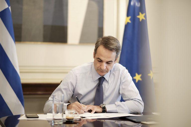 Μητσοτάκης στο Bloomberg: Οι αγορές δανείζουν άνετα την Ελλάδα