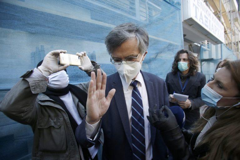 Πώς κατέληξε η επιστημονική κοινότητα στην υποχρεωτική χρήση μάσκας και τι λένε οι επιδημιολόγοι για το άνοιγμα των σχολείων