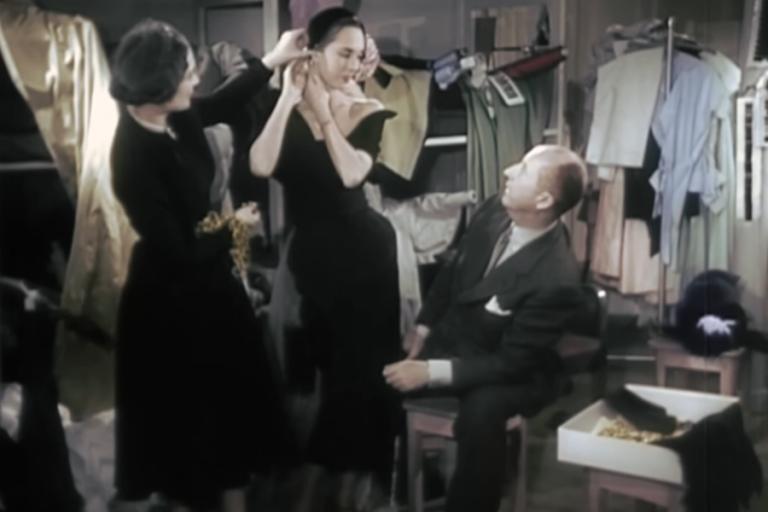 Σπάνιο βίντεο δείχνει τον Christian Dior να ετοιμάζει επίδειξη στο ατελιέ του το 1949