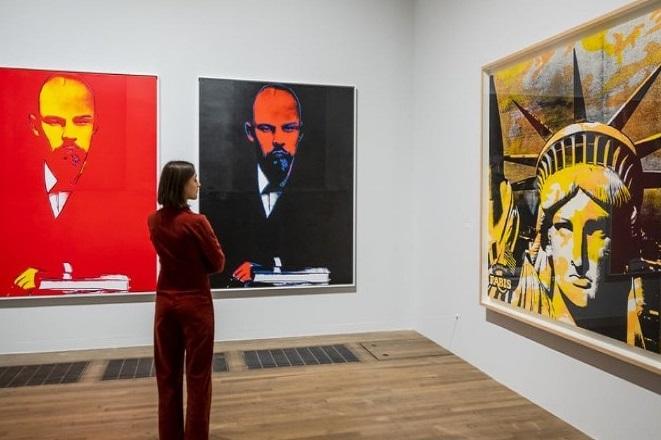 Δείτε online την έκθεση για τον Andy Warhol στην Tate Modern του Λονδίνου (Βίντεο)