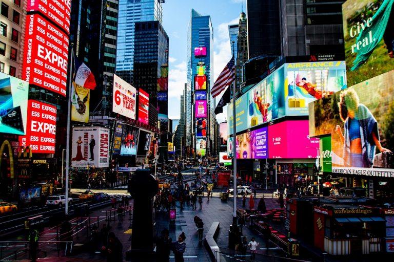 Δέκα έξυπνες διαφημίσεις που εμπνεύστηκαν από τον κορωνοϊό και το social distancing