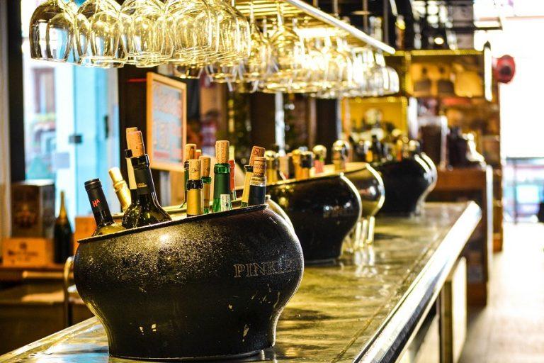 Το πρώτο online bar είναι γεγονός – «Μπαίνεις» για ποτό και μιλάς με κόσμο