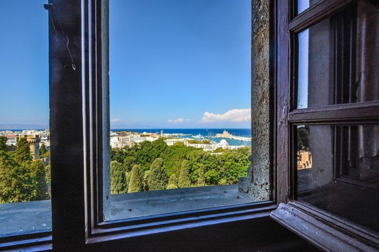 View from my window: Πάταγο κάνει νέο γκρουπ στο Facebook, όπου ο κόσμος μοιράζεται φωτογραφίες εν μέσω καραντίνας