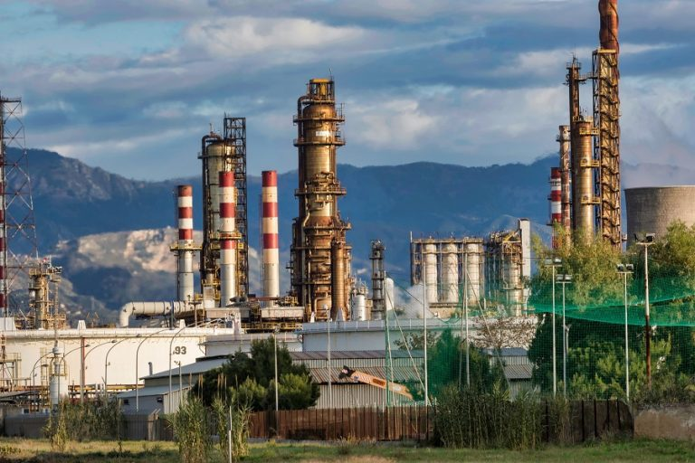 Σε υψηλά 11μηνου το πετρέλαιο – Η Σαουδική Αραβία ετοιμάζεται να μειώσει την παραγωγή