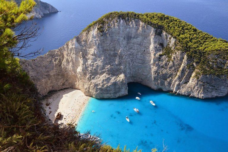 Σουηδικό τουριστικό περιοδικό εξυμνεί τα ελληνικά νησιά εν μέσω κορωνοϊού