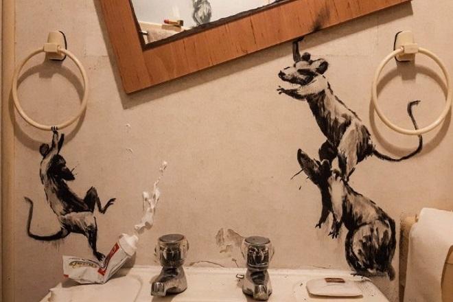 O Banksy είναι σε καραντίνα και κάνει γκράφιτι… στο σπίτι του