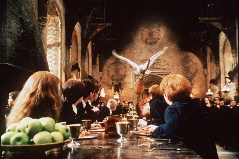Το πρωτότυπο του «Άλιεν», το ραβδί του Χάρι Πότερ και αντικείμενα ταινιών «Μπάτμαν» βγαίνουν στο «σφυρί»
