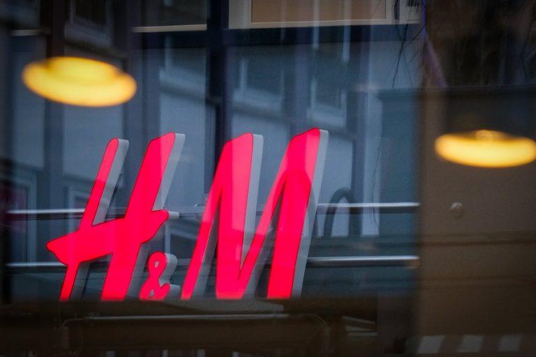 Κατακόρυφη «βουτιά» στις πωλήσεις της H&M λόγω κορωνοϊού