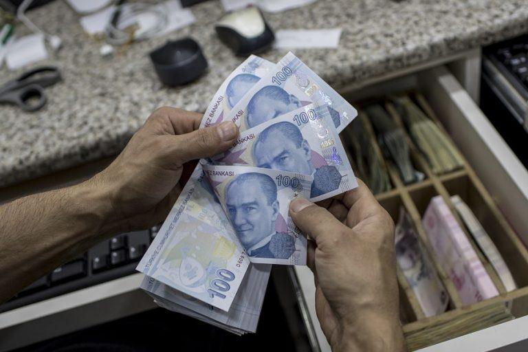 Βαρύ χτύπημα της Moody's στην τουρκική οικονομία – Καταρρέει η λίρα