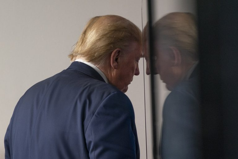 Χάνει την πολιτική του υποστήριξη ο Τραμπ- Ηγετικά στελέχη Ρεπουμπλικανών τού στρέφουν την πλάτη