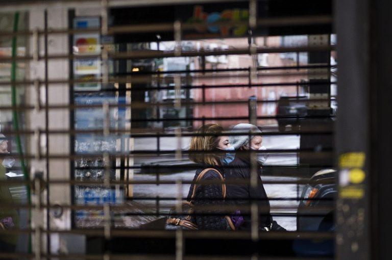 Η επιτυχία της Ευρώπης στη διαχείριση της πανδημίας δεν αρκεί για να σωθεί η οικονομία της