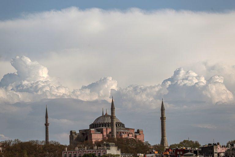 UNESCO: Μνημείο Παγκόσμιας Πολιτιστικής Κληρονομιάς η Αγία Σοφία- Προτρέπει την Άγκυρα σε «διάλογο»