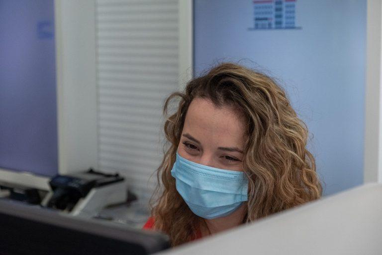 Πού είναι η υποχρεωτική η μάσκα – Οι εξαιρέσεις και τα «τσουχτερά» πρόστιμα
