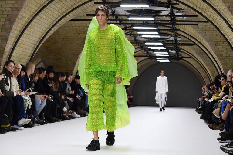 SOS εκπέμπει η βρετανική βιομηχανία μόδας και ζητά επιπλέον κρατική στήριξη