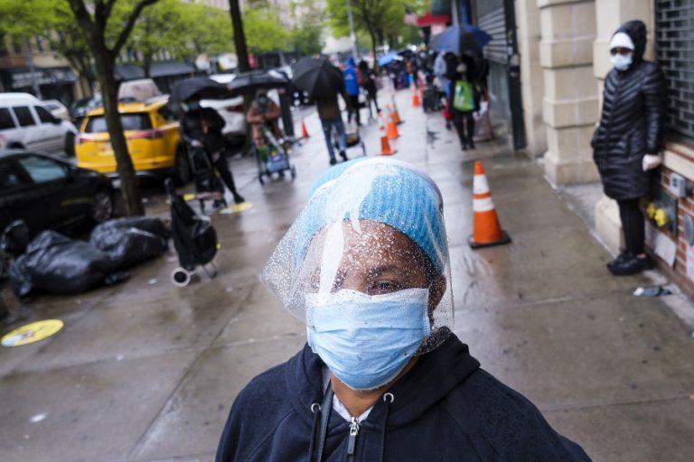 Ρεκόρ 60.000 μολύνσεων και πάνω από 1.100 νεκροί σε 24 ώρες στις ΗΠΑ