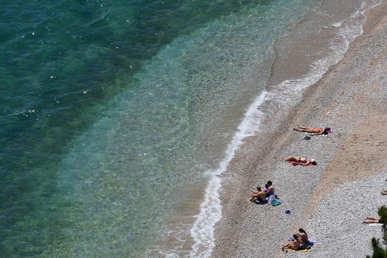 Το Σαββατοκύριακο ανοίγουν οι οργανωμένες παραλίες ενόψει καύσωνα