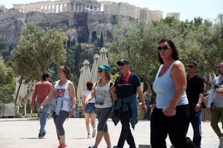 Bloomberg: Η επιτυχής διαχείριση του κορωνοϊού από την ελληνική κυβέρνηση ανταμείβεται