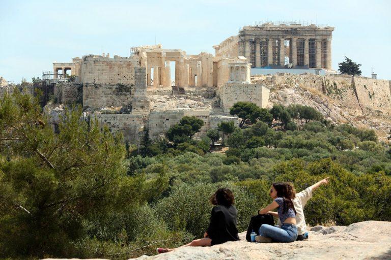 Στην «εντατική» ο τουρισμός- Στο «κόκκινο» η κατάσταση στην αγορά εργασίας και την οικονομία