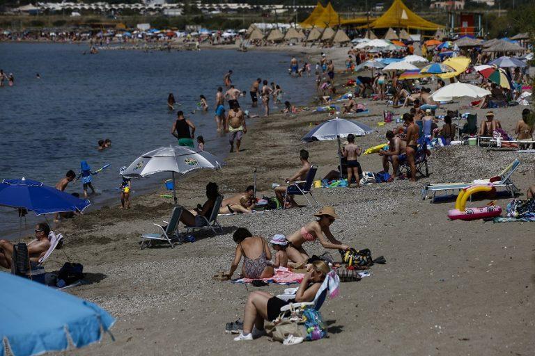 Άνοιξαν οι οργανωμένες παραλίες υπό αυστηρά μέτρα προστασίας