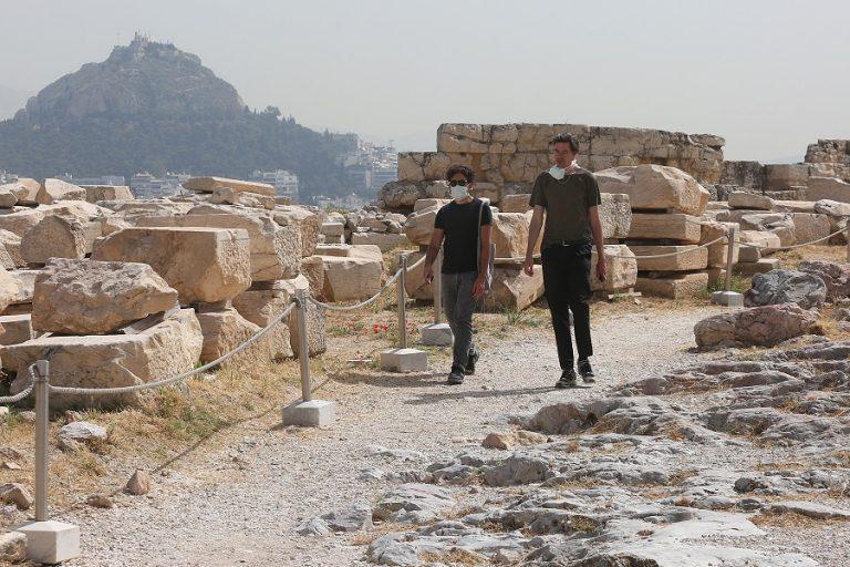 Πώς θα γίνει η επανεκκίνηση του τουρισμού: Η άφιξη των τουριστών στην Ελλάδα και η καραντίνα