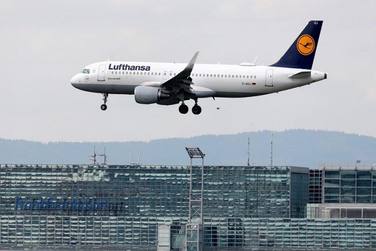 Γιατί η Lufthansa «κόβει» τα δωρεάν σνακ στην οικονομική θέση
