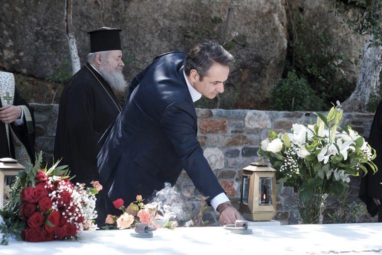 Στο μνημόσυνο του Κωνσταντίνου Μητσοτάκη ο πρωθυπουργός