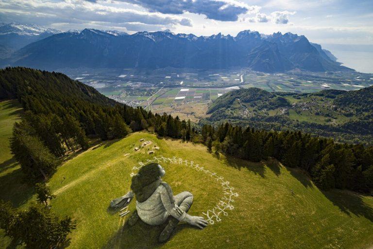 «Πέραν της κρίσης», ένα αισιόδοξο γιγαντιαίο έργο σε λόφο της Ελβετίας