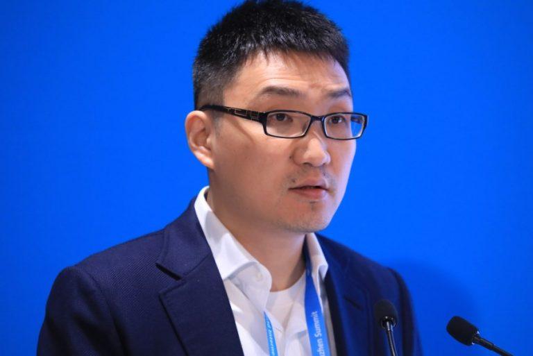 O Κινέζος δισεκατομμυριούχος που είδε την περιουσία του να αυξάνεται κατά 18 δισ. δολάρια λόγω κορωνοϊού