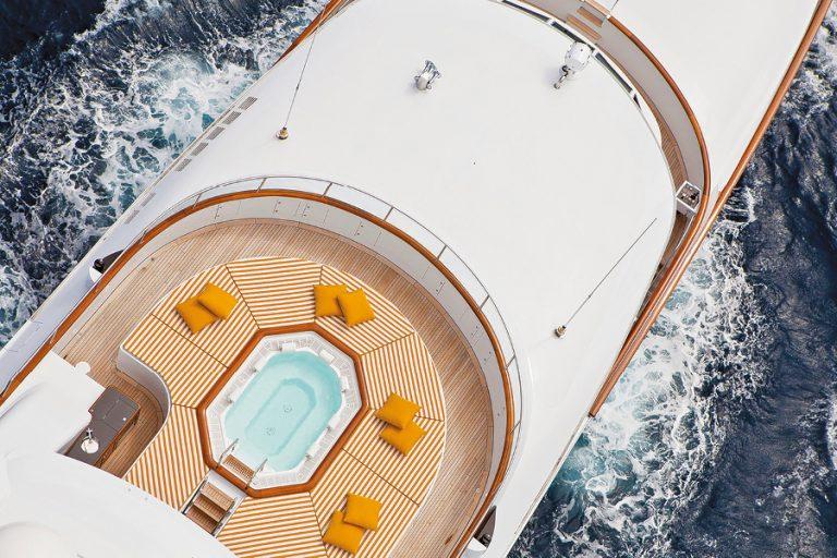 Μια ιδιαίτερη ελληνική παρουσία στον κόσµο των mega yachts