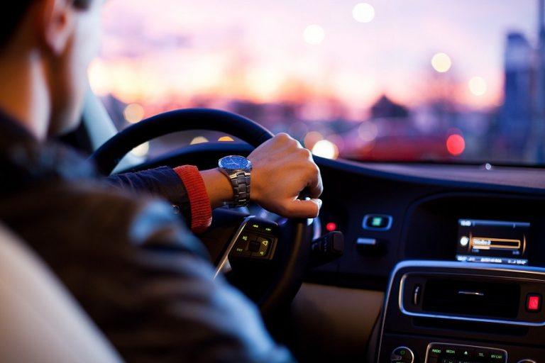 Επιστροφή πίσω από το τιμόνι: Πόσο γρήγορα θα προσαρμοστούμε ξανά;