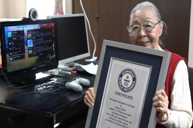 Ρεκόρ Γκίνες κατέρριψε 90χρονη ως η γηραιότερη gamer «ρίχνοντας» το ίντερνετ