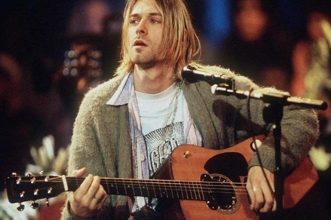 Προς 6 εκατ. δολάρια πουλήθηκε η κιθάρα του Κερτ Κομπέιν στη συναυλία Nirvana MTV Unplugged