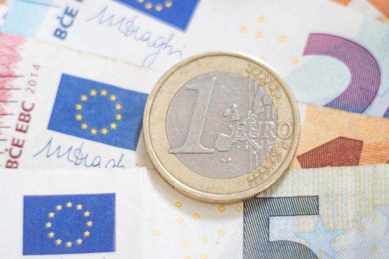 Το ευρώ παραμένει μετά το δολάριο το νόμισμα του πλανήτη