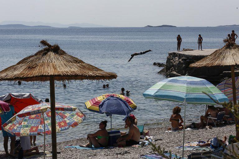 Μόνο ένας στους τρεις θα κάνει διακοπές φέτος εξαιτίας της πανδημίας
